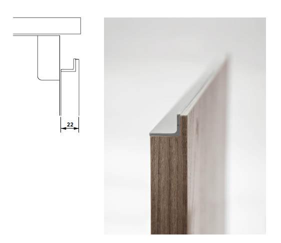 Détail technique de la poignée incrustée sur toute  la longueur des façades. Cuisine Armony Zeta