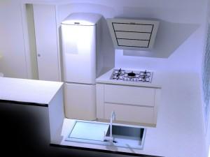 On peut ajouter un meuble à épices/bouteilles de 15cm à gauche de la plaque de cuisson pour éviter les projections sur le frigo.