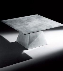 Table recouverte en feuille d'argent