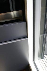 Ouverture à déclenchement électrique des coulissants de la colonne qui passe à 3mm du cadre de la porte fenêtre.